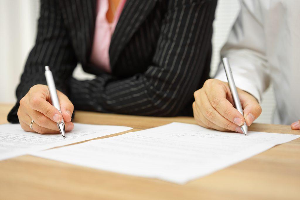 חתימה על מסמכים משפטיים
